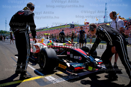 Racing team prepares for the start of World Series by Renault Formula 3.5 race held on Hungarian F1 race track Hungaroring at Mogyorod about 20km north-east from Budapest. Hungary. Sunday, 06. July 2008. ATTILA VOLGYI