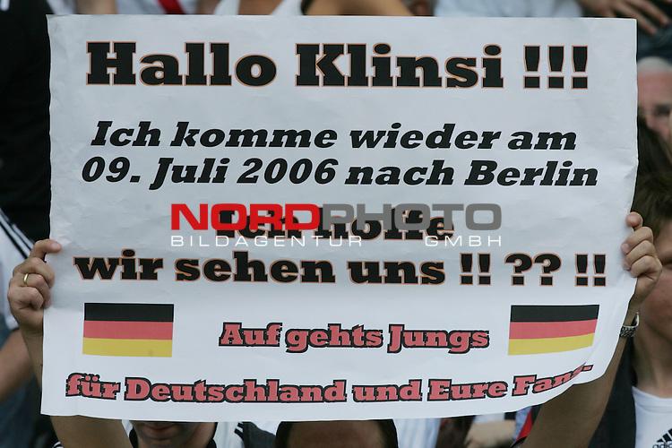 FIFA WM 2006 -  Gruppe A  Vorrunde ( Group A )<br /> Play   #33 (20-Jun) - Ecuador - Deutschland 0:3<br /> <br /> Transparent gerichtet an Bundestrainer J&uuml;rgen Klinsmann mit Hoffnung ihm in Endspiel in Berlin wieder zu sehen.<br /> <br /> Foto &copy; nordphoto