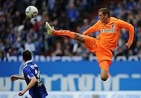 FUSSBALL   1. BUNDESLIGA   SAISON 2011/2012    11. SPIELTAG FC Schalke 04 - 1899 Hoffenheim                            29.10.2011 Gylfi SIGURDSSON (re, Hoffenheim) gegen Julian DRAXLER (li, Schalke)