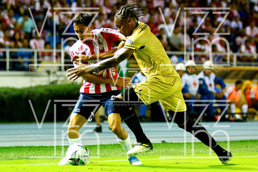 BARRANQUILLA - COLOMBIA, 16-02-2019: Fabian Sambueza de Atlético Junior disputa el balón con Fernell Ibargüen de Rionegro Águilas Doradas, durante partido de la fecha 5 entre Atlético Junior y Rionegro Águilas Doradas, por la Liga Águila I-2019, jugado en el estadio Metropolitano Roberto Meléndez de la ciudad de Barranquilla. / Fabian Sambueza of Atletico Junior vies for the ball with Fernell Ibargüen of Rionegro Aguilas Doradas, during a match of the 5th date between Atletico Junior and Rionegro Aguilas Doradas, for the Aguila Leguaje I-2019 at the Metropolitano Roberto Melendez Stadium in Barranquilla city, Photo: VizzorImage  / Alfonso Cervantes / Cont.