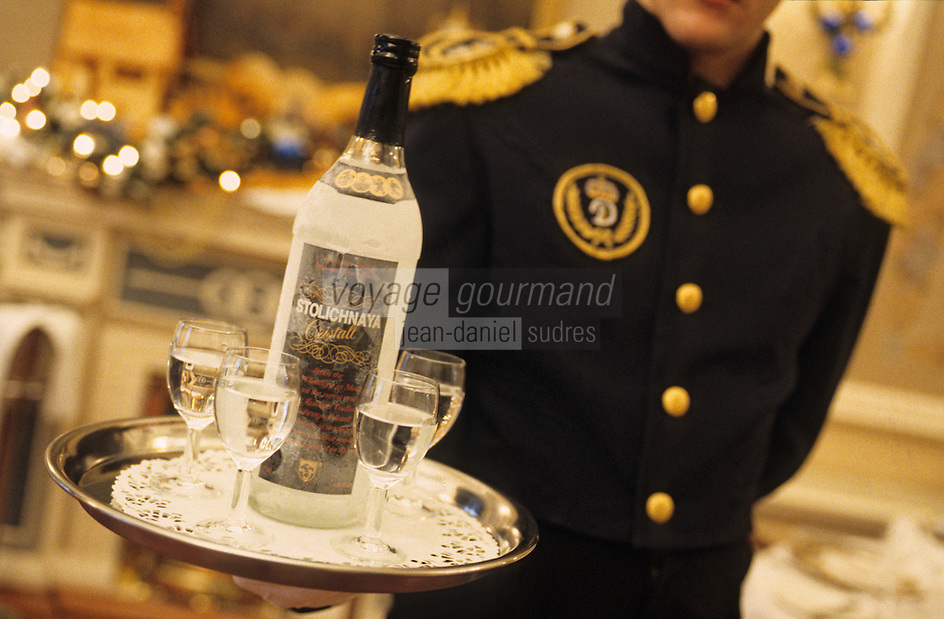 "Europe/Asie/Russie/Saint-Petersbourg : Service de la vodka au restaurant ""The Noble Nest"""