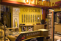 ROMANIA / Bucharest / 14.02.09..An empty luxury clothing store on Calea Victoriei, the location for luxury goods in Bucharest. Romania, which had the fastest-growing economy in the EU in the third quarter of last year, predicts a sharp slowdown this year that will lower budget revenue. The IMF said this month that the country probably faces a recession in 2009...© Davin Ellicson / Anzenberger