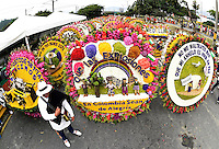 MEDELLÍN - COLOMBIA, 06-08-2015. El desfile de silleteros es el evento central de la Feria de las Flores 2015 que se lleva cabo cada año en la ciudad de Medellín, Colombia. El ganador absoluto 2015 fue Carlos Alberto Grisales/ Silleteros parade is the main attraction to enjoy on the Feria de las Flores 2015 that held every year in Medellin, Colombia. The overall winner was Carlos Alberto Grisales.  Photo: VizzorImage/ León Monsalve /STR