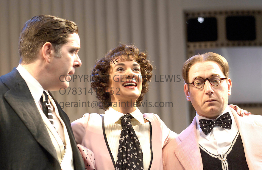 Once In A Lifetime with Victoria Hamilton,Lloyd Hutchinson,Adrian Scarborough. Opens at the Olivier Theatre at the National Theatre on 15/12/05. CREDIT Geraint Lewis