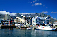 "South Africa, Cape Town, V & A Waterfront and Table Mountain with ""table cloth"""