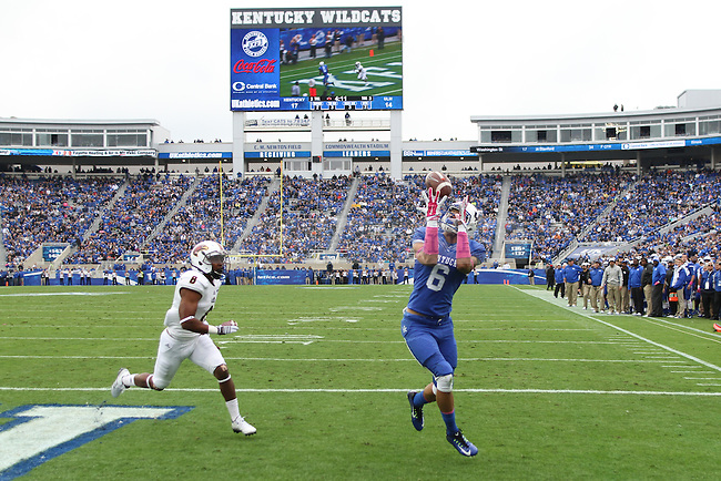 Kentucky freshman Blake Bone catches a touchdown pass during the first half of the Kentucky vs. University of Louisiana at Monroe football game at Commonwealth Stadium in Lexington, Ky., on Saturday, October 11, 2014. Photo by Jonathan Krueger | Staff