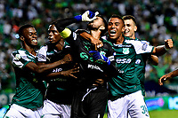 PALMIRA-COLOMBIA, 03-03-2019: Camilo Vargas, guardameta de Deportivo Cali celebra con sus compañeros el segundo gol de su equipo a Millonarios, durante partido de la fecha 8 entre Deportivo Cali y Millonarios, por la Liga Aguila I 2019, jugado en el estadio Deportivo Cali (Palmaseca) en la ciudad de Palmira. / Camilo Vargas, goalkeeper of Deportivo Cali celebrates with his teammates the second scored goal from his team to Millonarios, during a match of the 8th date between Deportivo Cali and Millonarios, for the Liga Aguila I 2019, at the Deportivo Cali (Palmaseca) stadium in Palmira city. Photo: VizzorImage  / Nelson Ríos / Cont.