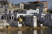 India, Rajasthan, Pushkar, Pushkar Lake, bathers use Ghats to visit the sacred waters