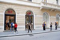 H&M queue<br /> Roma May 18th 2020. Covid-19 Italy further relaxes lockdown. Today a Council of Minister's decree will allow almost all the activity to reopen. Clothes shops, shopping centers, hairdresser and churches for religious services. <br /> Photo Samantha Zucchi Insidefoto
