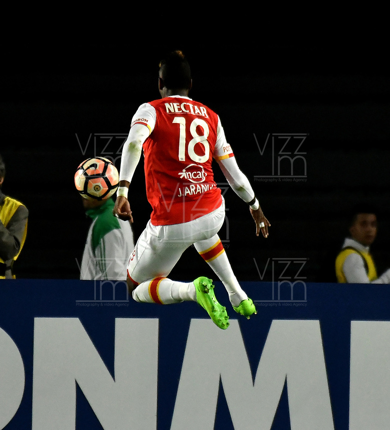 BOGOTA - COLOMBIA – 19 – 04 - 2017: Johan Arango, jugador del Independiente Santa Fe, en acción durante partido entre Independiente Santa Fe de Colombia y Santos de Brasil, de la fase de grupos, grupo 2, fecha 3 por la Copa Conmebol Libertadores Bridgestone 2017, en el estadio Nemesio Camacho El Campin, de la ciudad de Bogota. / Johan Arango, player of Independiente Santa Fe in action during a match between Independiente Santa Fe of Colombia and Santos of Brasil, of the group stage, group 2 of the date 3, for the Conmebol Copa Libertadores Bridgestone 2017 at the Nemesio Camacho El Campin in Bogota city. VizzorImage / Luis Ramirez / Staff.