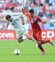 FUSSBALL  EUROPAMEISTERSCHAFT 2012   VORRUNDE Griechenland - Tschechien         12.06.2012 Giorgos Karagounis (li, Griechenland) gegen Milan Baros (re, Tschechische Republik)