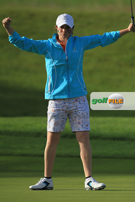 Leona Maguire makes the put on the 14th to win her game during the Saturday Afternoon Fourballs of the 2016 Curtis Cup at Dun Laoghaire Golf Club on Saturday 11th June 2016.<br /> Picture:  Golffile | Thos Caffrey