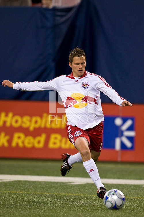 New York Red Bulls midfielder Seth Stammler (6). Toronto FC defeated the New York Red Bulls 3-1 during a Major League Soccer match at Giants Stadium in East Rutherford, NJ, on October 04, 2008. Photo by Howard C. Smith/isiphotos.com