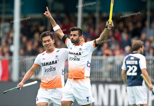 20/06/2015<br /> HWL Semi Final Antwerp Belgium 2015<br /> France v India Men<br /> India celebrate a goal by Manpeet Singh<br /> Photo: Koen Suyk
