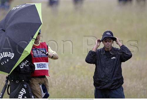 ROCCO MEDIATE (USA) enjoying the rain. The Open Championship, Muirfield, Scotland 020720 Photo:Glyn Kirk/Action Plus...Golf.2002.wet weather bad raining funnies humour homorous