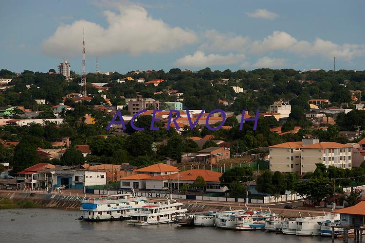 Cidade de Santarém no encontro dois rios  Tapajós e Amazonas.<br /> Santarém, Pará, Brasil.<br /> Foto Paulo Santos<br /> 2011