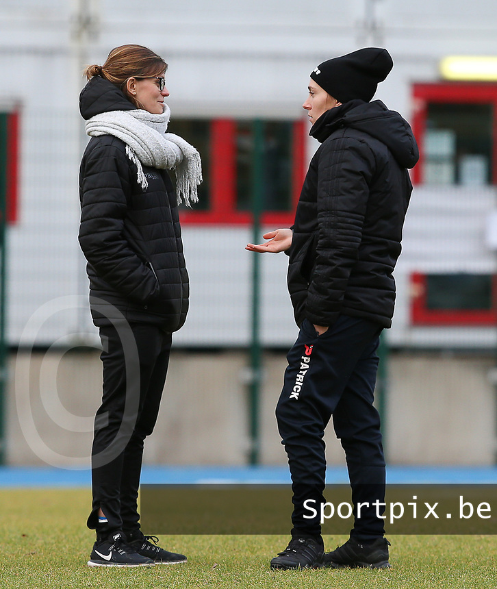 20191221 - WOLUWE: Woluwe doctor Lien Haverals (left) and Trainer Audrey Demoustier converse before the Belgian Women's National Division 1 match between FC Femina WS Woluwe A and KAA Gent B on 21st December 2019 at State Fallon, Woluwe, Belgium. PHOTO: SPORTPIX.BE | SEVIL OKTEM