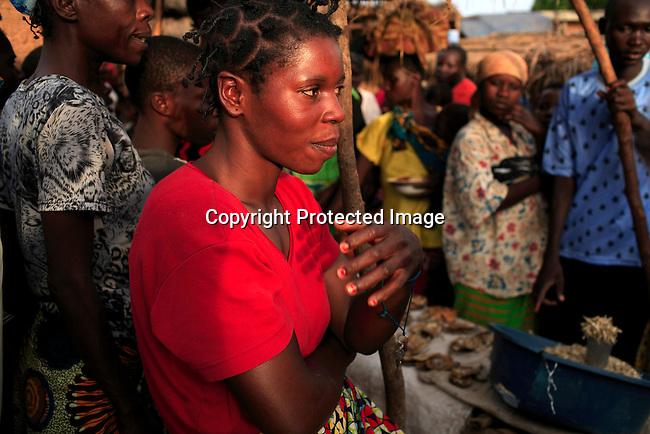 Nyota Vumiliya, (red shirt) age 31, sells fish at the local market in Dubie, Katanga, Congo, DRC. Photo: Per-Anders Pettersson