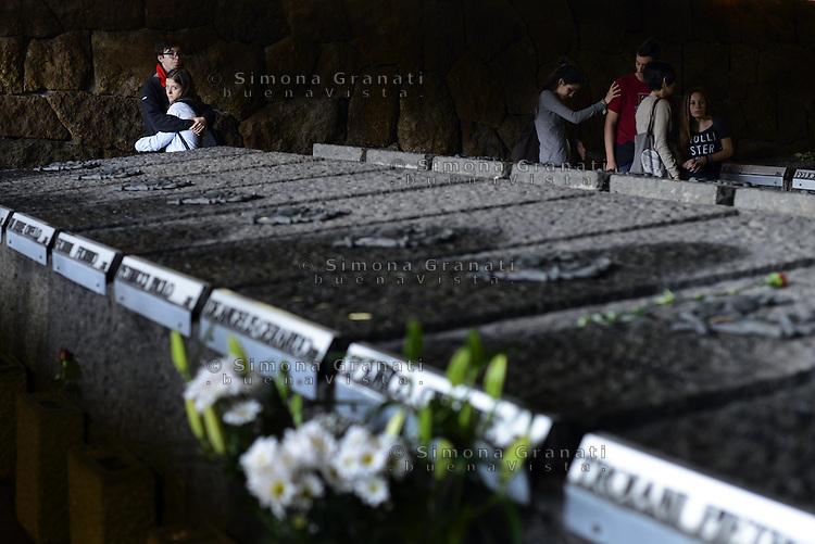 Roma, 21 Marzo 2014<br /> 70&deg;anniversario della strage delle Fosse Ardeatine.<br /> Giovani portano fiori sulle tombe dei 335 martiri uccisi dai nazisti il 24 Marzo 1944.<br /> 70th anniversary of massacre Ardeatine <br /> Young people with flowers homage to the 335 martyrs<br /> The graves of 335 martyrs killed by the Nazis March 24, 1944