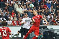 Timo Baumgartl (VfB Stuttgart) mit dem Kopfball gegen Ante Rebic (Eintracht Frankfurt) - 30.09.2017: Eintracht Frankfurt vs. VfB Stuttgart, Commerzbank Arena