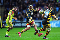 Nathan Hughes of Wasps passes the ball. Aviva Premiership match, between Wasps and Leicester Tigers on January 8, 2017 at the Ricoh Arena in Coventry, England. Photo by: Patrick Khachfe / JMP