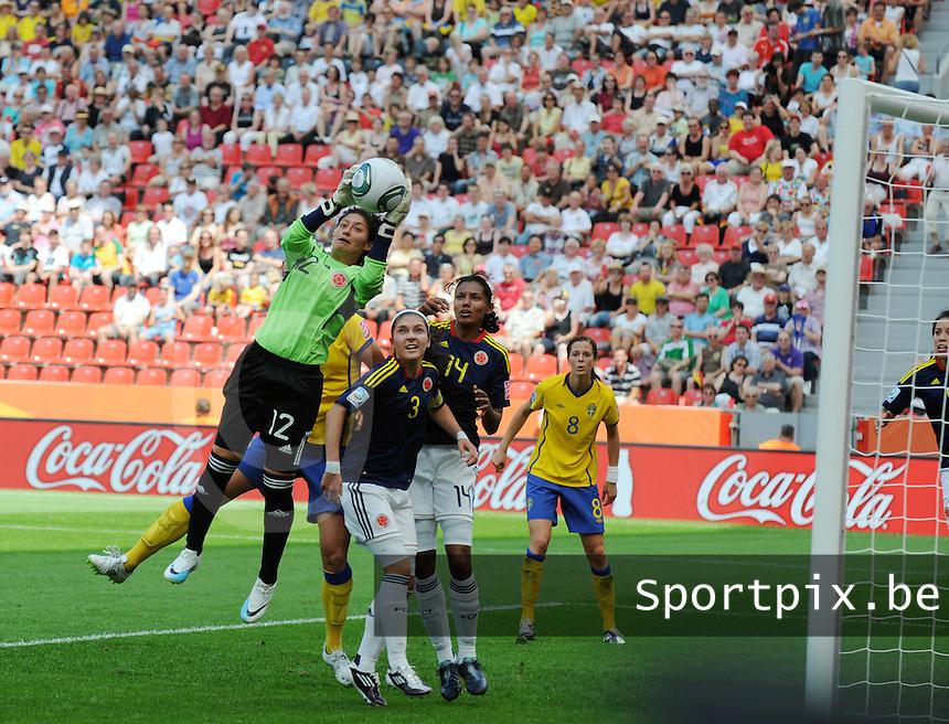 Fifa Women's World Cup Germany 2011 : Colombia - Sweden at Bayarena Leverkusen : Sandra Sepulveda plukt de bal.foto DAVID CATRY / Vrouwenteam.be