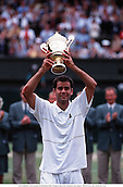 PETE SAMPRAS (USA) parades the Wimbledon Men's Singles Trophy after defeating Andre Agassi,  990704 Photo: Glyn Kirk/Action Plus ...1999.win celebration cup.tennis.man men.celebrate.celebrating.celebrations.joy.celebrates.trophies.cup cups