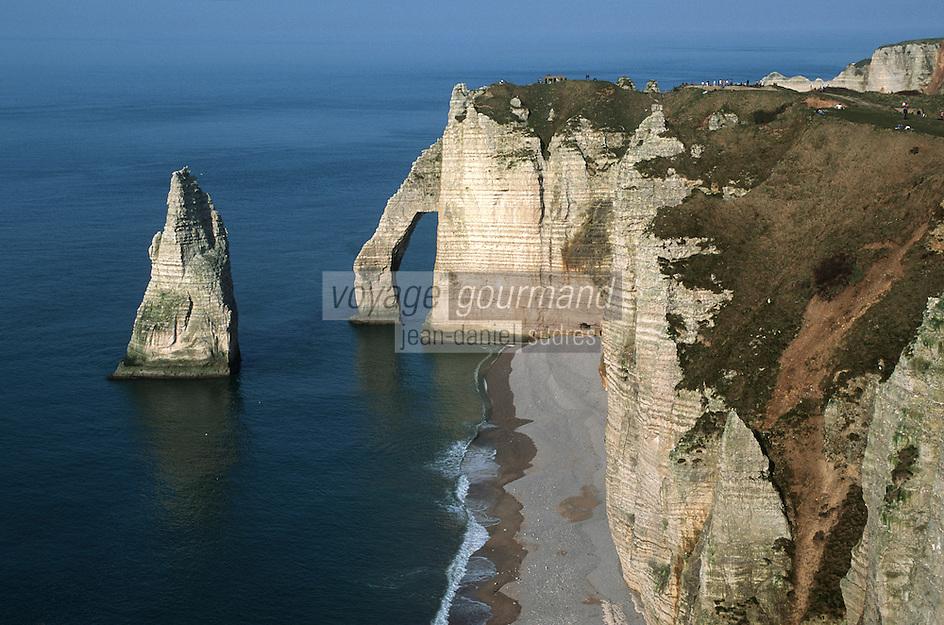 Europe/France/Normandie/Haute-Normandie/76/Seine-Maritime/Etretat: Falaises: porte d'aval et aiguille