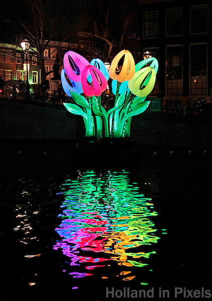 Nederland Amsterdam 2016. Amsterdam Light Festival. Kunstwerk Bunch of Tulips. Herengracht.  Foto Berlinda van Dam / Hollandse Hoogte