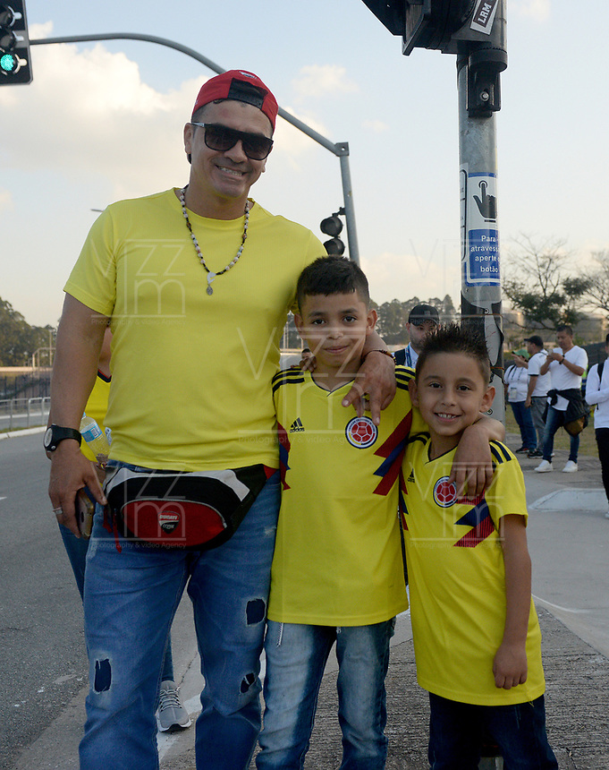 SAO PAULO – BRASIL, 28-06-2019: Hinchas de Colombia llegan a apoyar a su equipo previo al partido por cuartos de final de la Copa América Brasil 2019 entre Colombia y Chile jugado en el Arena Corinthians de Sao Paulo, Brasil. / Fans Of Colombia come to support their team prior the Copa America Brazil 2019 quarter-finals match between Colombia and Chile played at Arena Corinthians in Sao Paulo, Brazil. Photos: VizzorImage / Julian Medina / Cont /