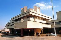 London: National Theatre. Sir Denys Lasdun, 1976.