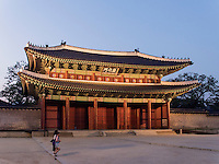 Donwhamun Tor des Palast Changdeokgung, Seoul, Südkorea, Asien, UNESCO-Weltkulturerbe<br /> Donwhamun gate of palace Changdeokgung,  Seoul, South Korea, Asia UNESCO world-heritage
