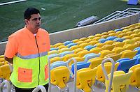 RIO DE JANEIRO, RJ, 07 DE JUNHO DE 2013 -TOUR DE EXPERIÊNCIA NOS ESTÁDIOS-MARACANÃ-RJ-Editores, chefes de equipe, chefes de reportagem, repórteres, cinegrafistas e fotógrafos a vivenciaram uma simulação da operação de jogo da Copa das Confederações da FIFA, no Tour de Experiência nos Estádios. Esta é uma boa oportunidade para que todos conheçam como funcionarão as arenas na competição, vivenciem a experiência dos torcedores e possam transmitir as mensagens para o público, através de seus veículos, no Maracanã, Rio de Janeiro.FOTO:MARCELO FONSECA/BRAZIL PHOTO PRESS
