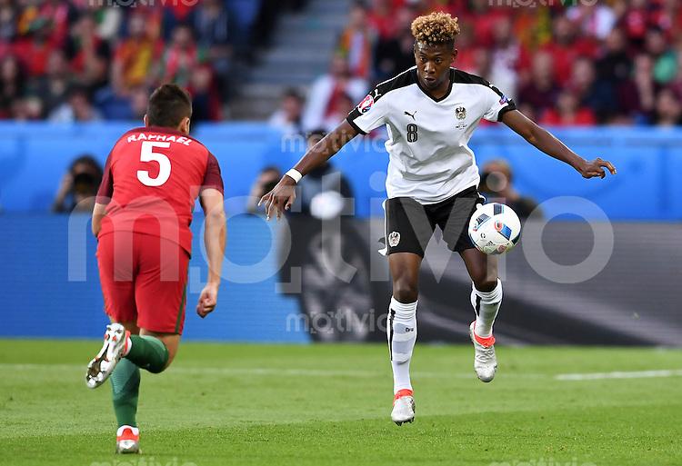 FUSSBALL EURO 2016 GRUPPE F IN PARIS Portugal - Oesterreich      18.06.2016 Raphael Guerreiro (li, Portugal) gegen David Alaba (re, Oesterreich)