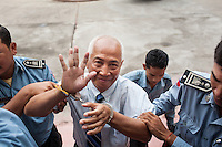 March 14, 2013 - Phnom Penh. Mom Sonando arrives for a hearing at the Phnom Penh Appeal court. © Nicolas Axelrod / Ruom