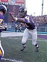 Minnesota Vikings, Carl Eller(81)during pre-game warm-ups at Metropolitan Stadium in Bloomington, Minnesota. Carl Eller was elected the Football Hall of Fame  in 2004