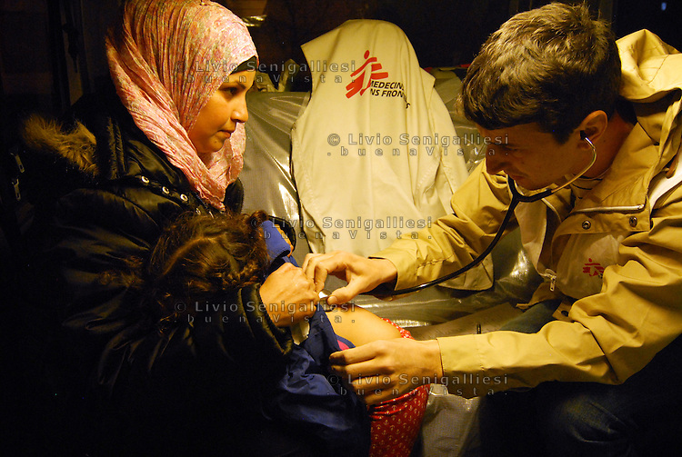 Subotica / Serbia  160416<br /> Dr. Vladimir Andric, head of the MSF medical team in Belgrade, examines a little patient on board an ambulance that every night assists refugees in the no man's land on the border between Serbia and Hungary.<br /> Photo Livio Senigalliesi