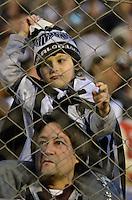 ATENÇÃO EDITOR: FOTO EMBARGADA PARA VEÍCULOS INTERNACIONAIS - SÃO PAULO, SP, 29 DE SETEMBRO DE 2012 - CAMPEONATO BRASILEIRO - PORTUGUESA x ATLÉTICO MINEIRO: Torcedor durante partida Portuguesa x Atlético Mineiro, válida pela 27ª rodada do Campeonato Brasileiro de 2012 no Estádio do Canindé. FOTO: LEVI BIANCO - BRAZIL PHOTO PRESS