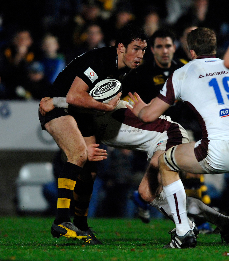 Photo: Richard Lane..London Wasps v Leicester Tigers. Guinness Premiership. 26/11/2006. .Wasps' Tom Voyce attacks.