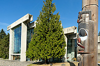 Haida totem pole and the UBC Museum of Anthropology building designed by Arthur Erickson, Vancouver, BC, Canada