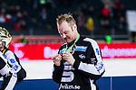 Solna 2014-03-16 Bandy SM-final herrar Sandvikens AIK - V&auml;ster&aring;s SK :  <br /> Sandvikens Magnus Muhr&eacute;n Muhren tittar p&aring; sin guldmedalj i samband med prisutdelningen<br /> (Foto: Kenta J&ouml;nsson) Nyckelord:  SM SM-final final herr herrar VSK V&auml;ster&aring;s SAIK Sandviken  glad gl&auml;dje lycka leende ler le