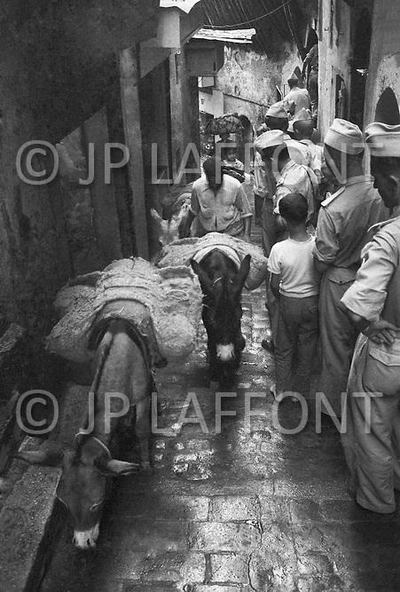 Ecole Militaire d'Infanterie de Cherchell, Algérie, July 1960. View of Algiers, Casbah area.