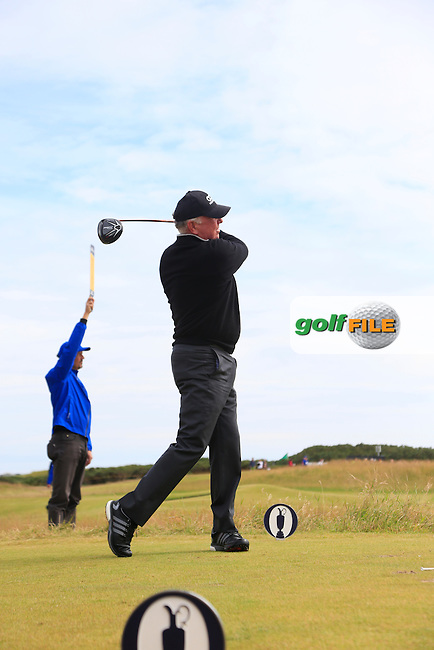 Mark O'Meara (USA) tees off the 15th tee during Monday's Final Round of the 144th Open Championship, St Andrews Old Course, St Andrews, Fife, Scotland. 20/07/2015.<br /> Picture Eoin Clarke, www.golffile.ie