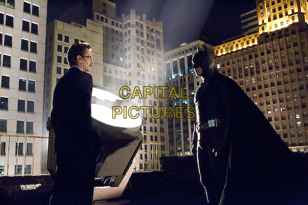 GARY OLDMAN & CHRISTIAN BALE .in Batman Begins.*Editorial Use Only*.www.capitalpictures.com.sales@capitalpictures.com.Supplied by Capital Pictures.