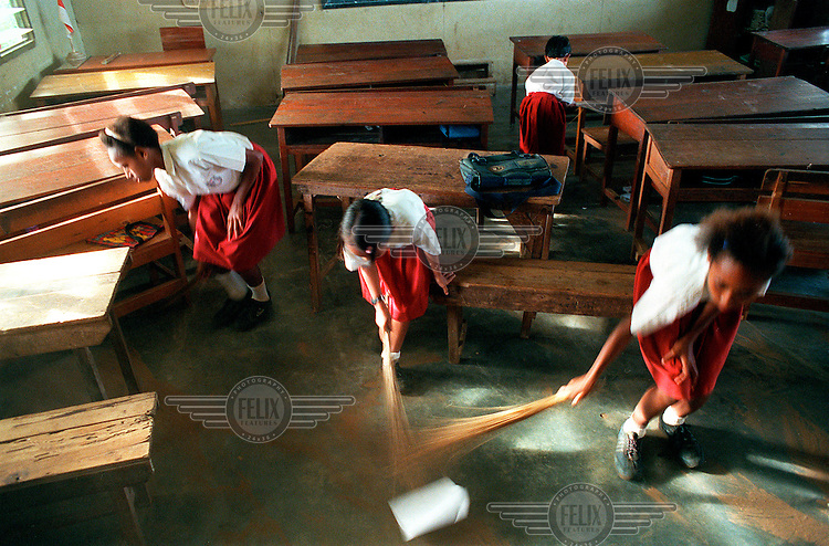 West-Papua / Merauke, March 2000 - Pupils cleaning their class room at a public primary school. This school has many Papua pupils..© Rob Huibers