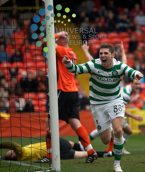 The Clydesdale Bank Scottish Premier League, Season 2010/11.Dundee United Football Club  V   Celtic  Football Club..17-10-10...  Celtic's Gary Hooper celebrates after he scores the winner , with the United players  distraught in the background , in this afternoon's Scottish Premier League game between, Scottish Premier League sides Dundee United and Celtic...At Tannadice Stadium, Dundee...Picture, Mark Davison/Universal News and Sport (Scotland) .Sunday 17th October 2010.