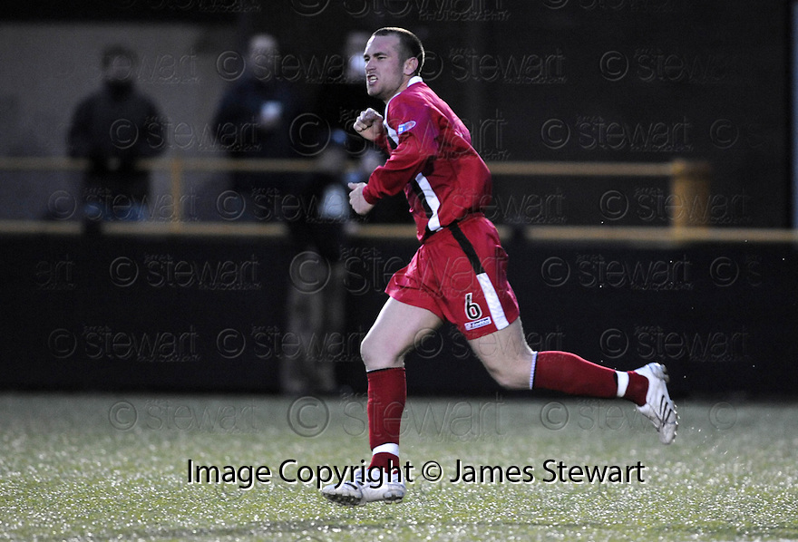 30/04/2008   Copyright Pic: James Stewart.File Name : sct_jspa08_alloa_v_clyde.STEVEN MASTERTON SCORES FOR CLYDE....James Stewart Photo Agency 19 Carronlea Drive, Falkirk. FK2 8DN      Vat Reg No. 607 6932 25.Studio      : +44 (0)1324 611191 .Mobile      : +44 (0)7721 416997.E-mail  :  jim@jspa.co.uk.If you require further information then contact Jim Stewart on any of the numbers above........