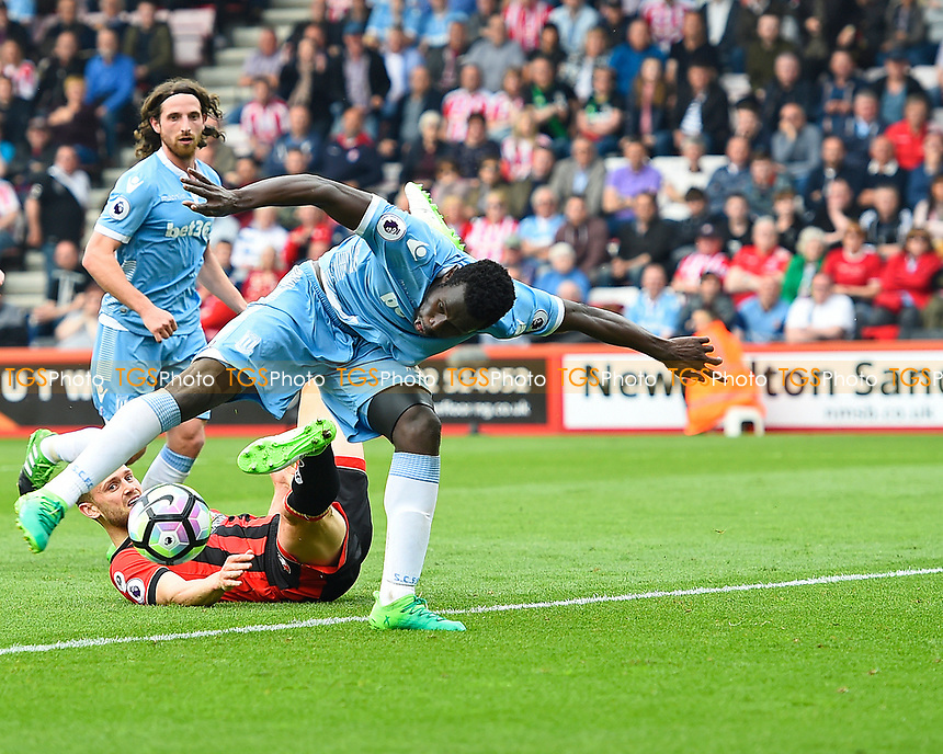 Mame Biram Diouf of Stoke City hooks the ball in to score the second Stoke City goal to make the score 2-1 during AFC Bournemouth vs Stoke City, Premier League Football at the Vitality Stadium on 6th May 2017