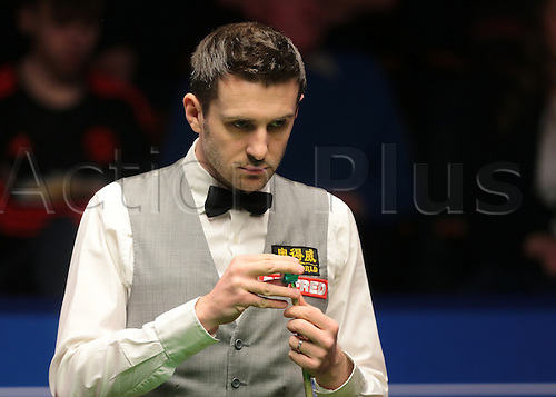 30.04.2016. The Crucible, Sheffield, England. World Snooker Championship. Semi Final, Mark Selby versus Marco Fu. Mark Selby chalks up his cue