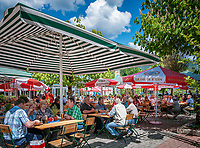 Deutschland, Bayern, Niederbayern, Naturpark Bayerischer Wald, Bodenmais: im Koenig Ludwig Biergarten der Joska Kristallwelten | Germany, Bavaria, Lower-Bavaria, Nature Park Bavarian Forest, Bodenmais: at King Ludwig Beergarden at Joska glass factory